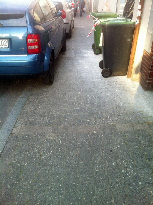 wiesenstrasse-zugeparkt-15