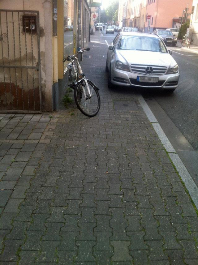 wiesenstrasse-zugeparkt-5