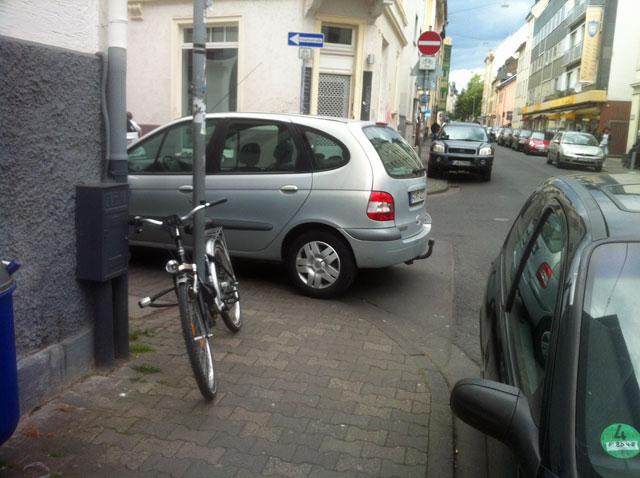 wiesenstrasse-zugeparkt-6