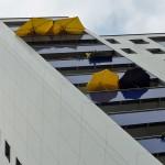 hochhaus-mit-sonnenschirmen-in-bornheim