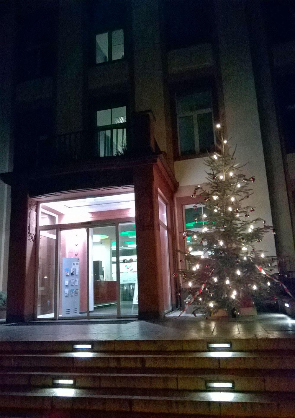 Weihnachtsbaum am Bethanien Krankenhaus