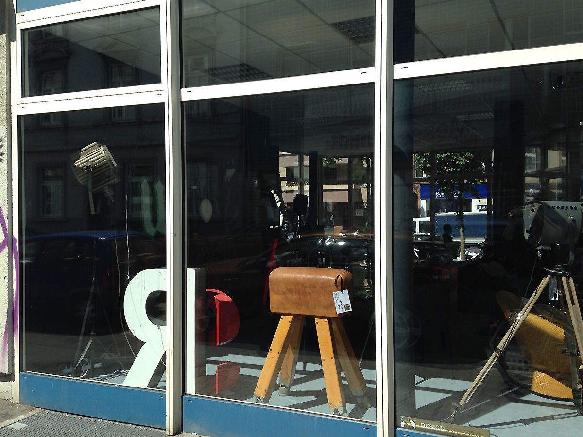mit pop up store im tomin glasbau rund um die berger stra e. Black Bedroom Furniture Sets. Home Design Ideas